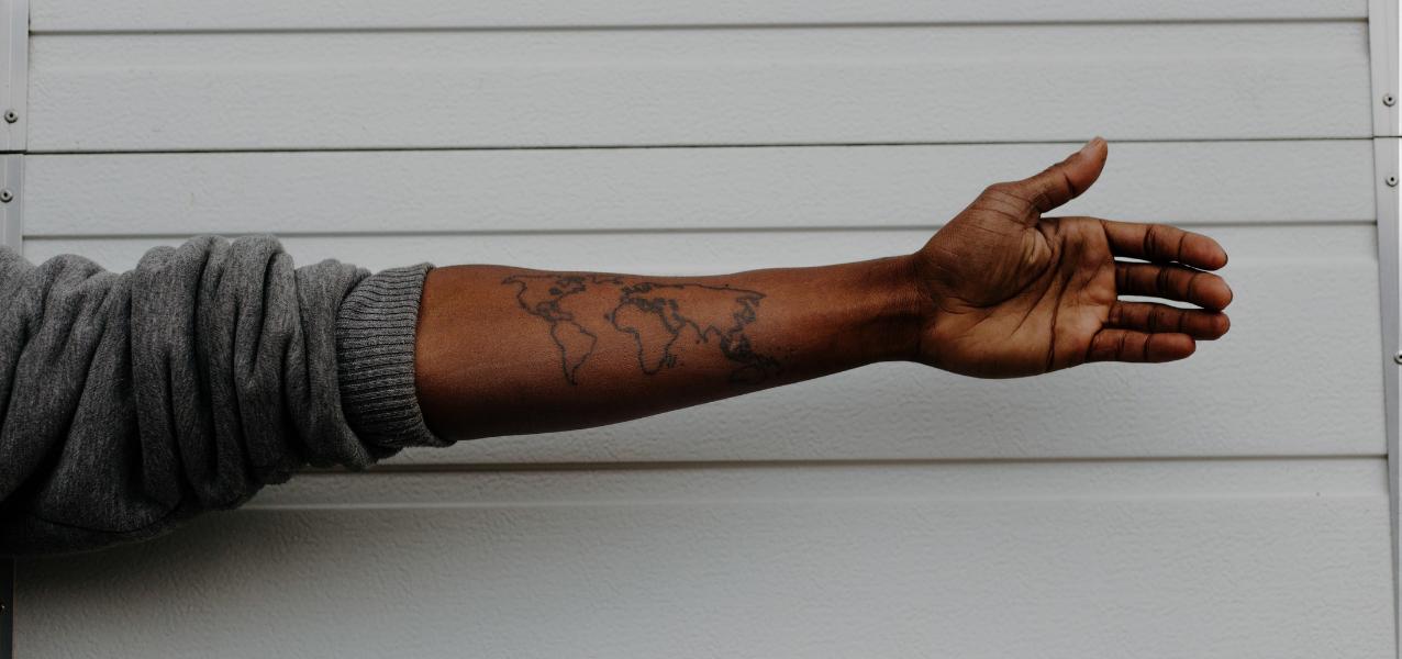 Tatuaż minimalistyczny – prostota formy