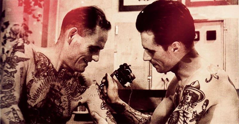 Historia tatuażu – marynarze, cyrkowcy i pierwsza maszynka